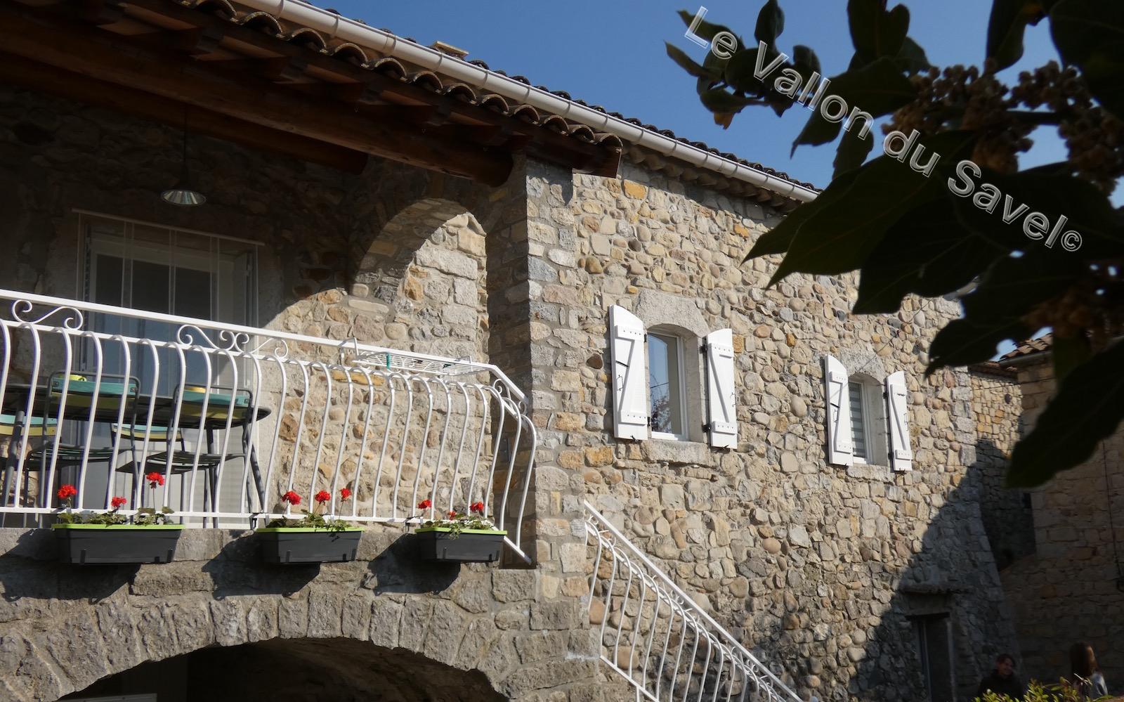 """Le Gïte """"Le Vallon du Savel"""" au coeur du village de Pradons"""